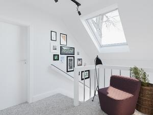 staircase_1560_WH_hires_staris_window5